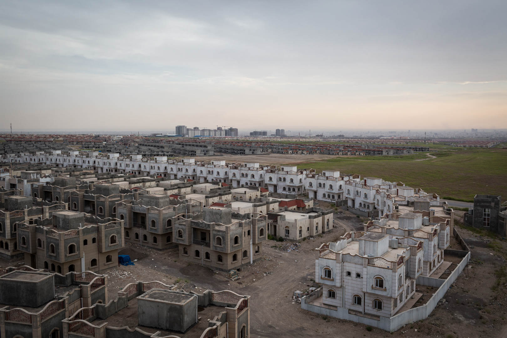 An unfinished real estate housing compound can be seen outside of Erbil. After Islamic State took Mosul and a lot of Kurdish cities, the investor building these houses left the country. The buildings remained unfinished, but are used by German and coalition forces to train Kurdish Peshmerga in urban warfare.
